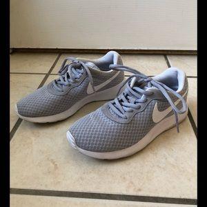 Nike // Nike Tanjuns
